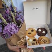 Pack Ramo Flores Preservadas + Caja 5 Cookies (Premium)