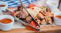 Асорті м'ясне гриль з овочами та соусами (800/200/220г)