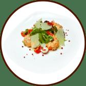 Теплий салат з рулетами з лосося та креветок (210г)