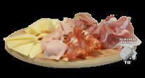 Tanjir sa suvomesnatim proizvodima i sirevima