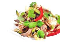 Теплий салат з телятиною