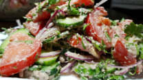 სალათი კიტრით, პომიდვრითა და ნიგვზით