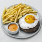 Біфштекс зі смаженим яйцем, картоплею фрі (350г)