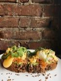 Сніданок з лососем та яйцем пашот (330г)