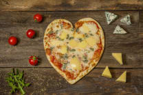 4 Cheeses (Heart) 25 სმ