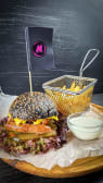 Бургер з ковбасками гриль