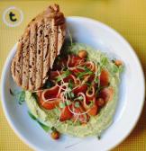 Зелений хумус із лососем (230г)
