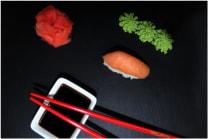Суші з копченим лососем (30г)