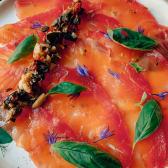 Слабосолений лосось з тапенадом (100г)