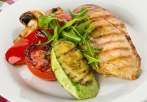 ქათმის ფილე ბოსტნეულით/Chicken fillet with grilled vegetables