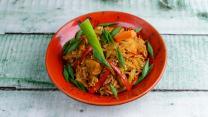 ბრინჯი ბოსტნეულით აზიურად ქათმით