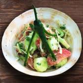 კიტრი-პომიდვრის სალათი ნიგვზით