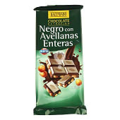 Chocolate negro con avellanas enteras