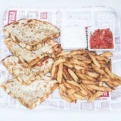 Sándwich Chicken Quesadilla + French Fries