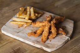 Fingers de pollo con patatas fritas