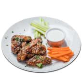 Піканті курячі крильця із соусом Дор Блю та овочевим пінцимоніо (320/60/30г)