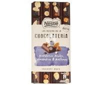 Chocolate negro con arándanos azules almendras y avellanas