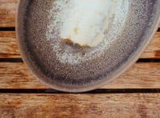Canelón crujiente de garreta de ternera con salsa de queso ahumado