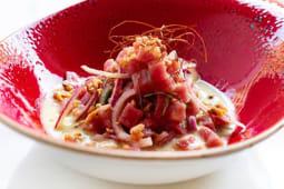 Ceviche de atún, quicos y cremoso de aguacate y coco