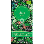 Tableta de chocolate negro orgánico con menta 67%