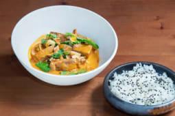Curry rojo de cerdo ibérico y verduras.