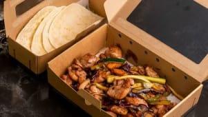 Wok de pollo campero con verduras y maíz