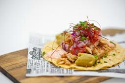 Taco vegetarianos de heura, pico de gallo y guacamole