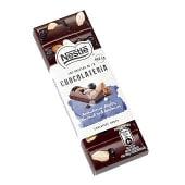 Chocolateria chocolate negro con arándanos, almendras y avellanas