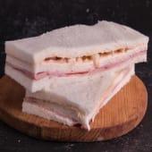 Sándwich de jamón y palmitos