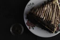 Crna palačinka komad