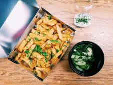 Cartofi prăjiți cu sos de smântână și usturoi
