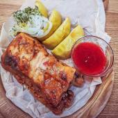 Свинячі ребра з печеним яблуком та соусом із журавлини (160/30/50г)