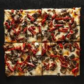 Pizza Funghi e salamino (4 pzs.)