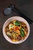 Тайванська локшина з качкою та овочами (400г)