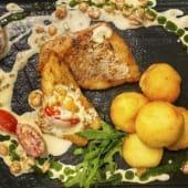 Морський окунь з бейбі-креветками та картопляними крокетам (100/60г)