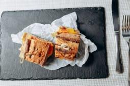 Сендвіч з пастрамі із яловичини (240г)