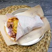 Sandwich Souvlaki de pui cu bacon