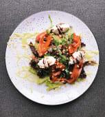 Салат с лососем, мусом з авокадо та кіноа (270 г)