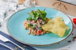 Салат з обсмаженими рапанами і чорноморськими креветками (200г)