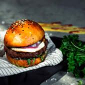 Burger cu trufe și ou