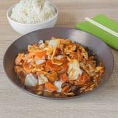 Grill piletina s bambusom i kineskim gljivama, riža