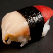 Nigiri de almeja roja