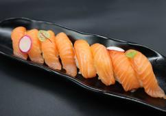 21. Sushi salmone