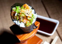 Spicy Salmon Temaki