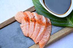 Sashimi salmón spicy (5 uds.)