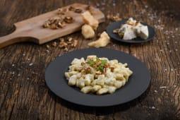 Gnocchi di patate cu crema de gorgonzola maturata si nuci