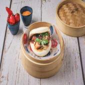 Bao de pollo Karaage crujiente con nuestra salsa especial