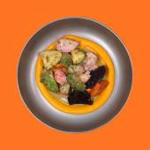 Салат з авокадо та стейком з тунця (390г)