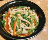 Setas con vinagreta de soja y puerro chino picado