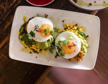 Huevos Rancheros Mexicanos com Franfo e Guacamole